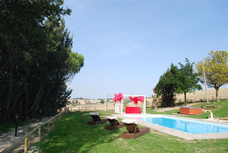 Le Maracla country house giardino con piscina.