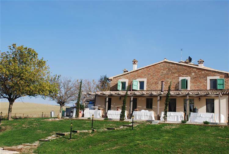 Le Maracla; Agriturismo, Bed e Breakfast. a Jesi nelle Marche. Camere per vacanze nelle Marche. Country House Elegante e B&B nella provincia di Ancona.