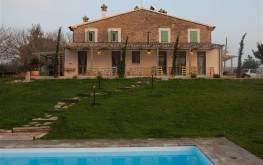 Le Maracla B&B nella provincia di Ancona con piscina.